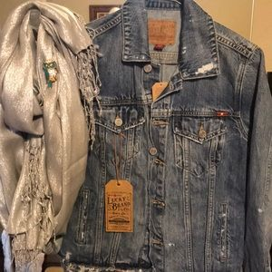 Jean jacket with scarf and pin